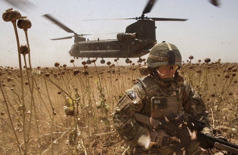 NATO probes Afghanistan helicopter cra...