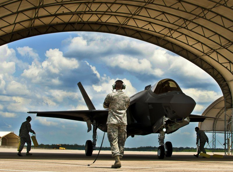 F-35 JSF Flight Tests Highlight New Pr...