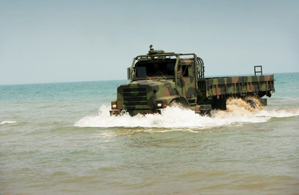 Marines Train on Robotic Truck for Fut...