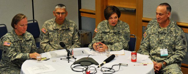 Army leaders discuss network strategic...