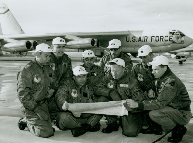Record long-range B-52H bomber flight ...
