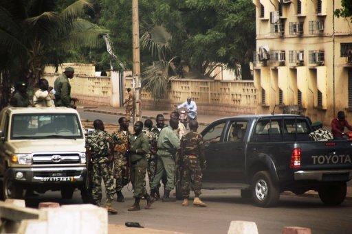 Renegade Mali soldiers claim control o...