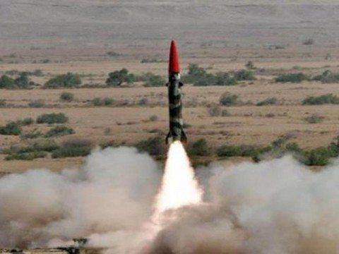 Pakistan test fires short-range ballis...