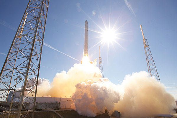 SpaceX delays first private launch to ...