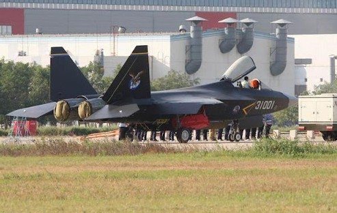 New China stealth fighter in test flig...