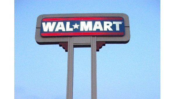 Walmart Pledges to Hire 100,000 US Vet...
