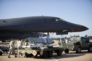 B-1 test squadron demonstrates anti-ship missile
