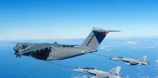 A400M refuels two F-18 fighters simultaneously