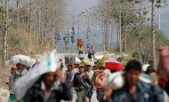 People displaced by the fighting in Burma's Laukai approach a rescue convoy