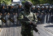 Thai soldiers stand guard