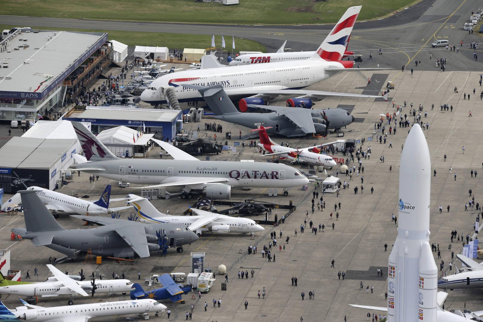 Paris airshow leaves satisfied exhibitors exciting for Air show 2015