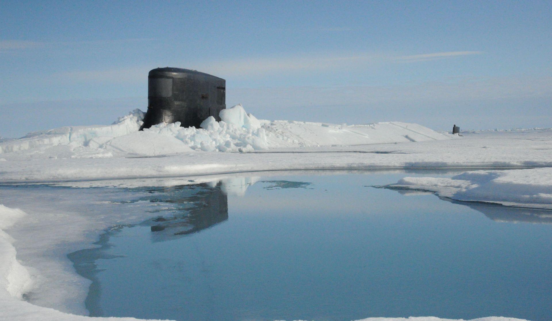 The fast attack submarine USS Seawolf (SSN 21)