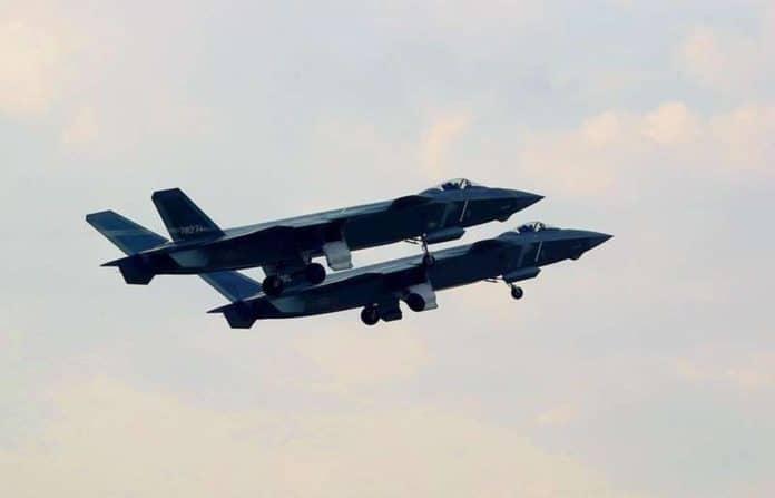 Más detalles del Chengdu J-20 - Página 15 China-J-20-fighter-696x447