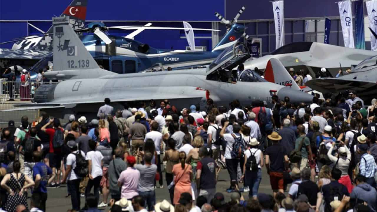 JF-17 Fighter Jet becomes star attraction at Paris Air