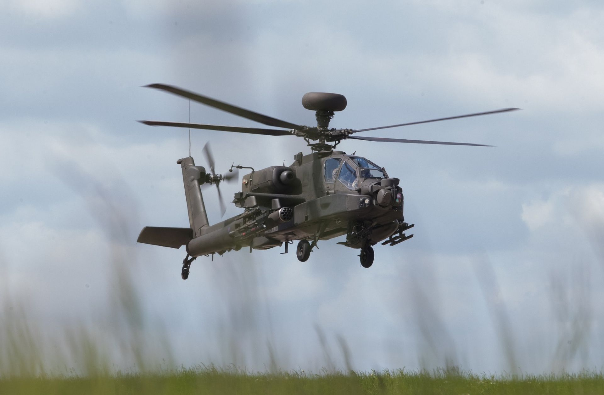 Egypt Requests to Refurbish AH-64E Apache Attack Helicopters ...