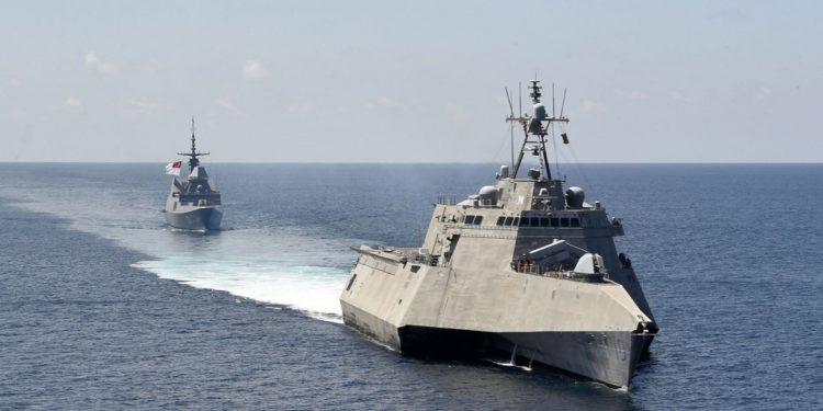 US, Singapore Navies Conduct Joint Exercise in South China Sea