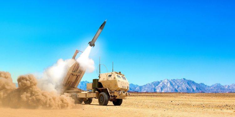 يلاحق الجيش الأمريكي صاروخًا متوسط المدى جديدًا لسد فجوة في الحرائق الدقيقة